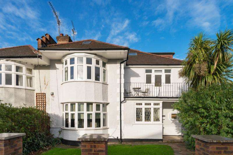 2 Bedrooms Flat for sale in Minster Road, West Hampstead