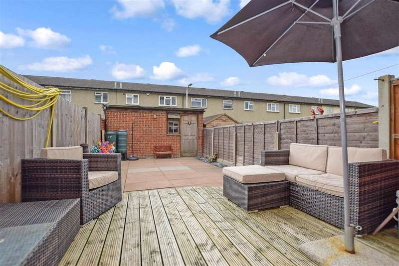 3 Bedrooms Town House for sale in Winfields, Pitsea, Basildon, Essex