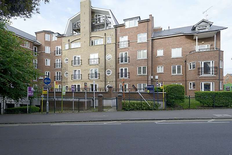 2 Bedrooms Flat for sale in Iliffe Close, Reading, Berkshire, RG1