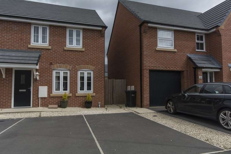 3 Bedrooms Semi Detached House for sale in Ffordd bate, Connahs quay, Flintshire, CH5