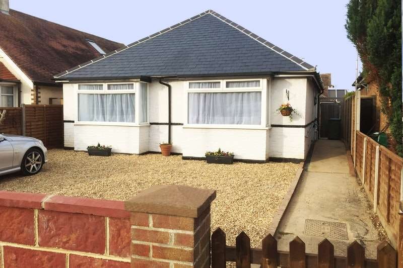 2 Bedrooms Bungalow for sale in Chichester Road, BOGNOR REGIS, West Sussex, PO21