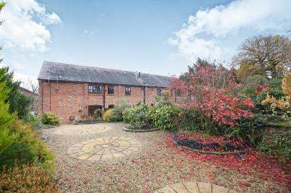 3 Bedrooms Barn Conversion Character Property for sale in Crabtree Green Court, Stoneyford Lane, Oakmere, Northwich