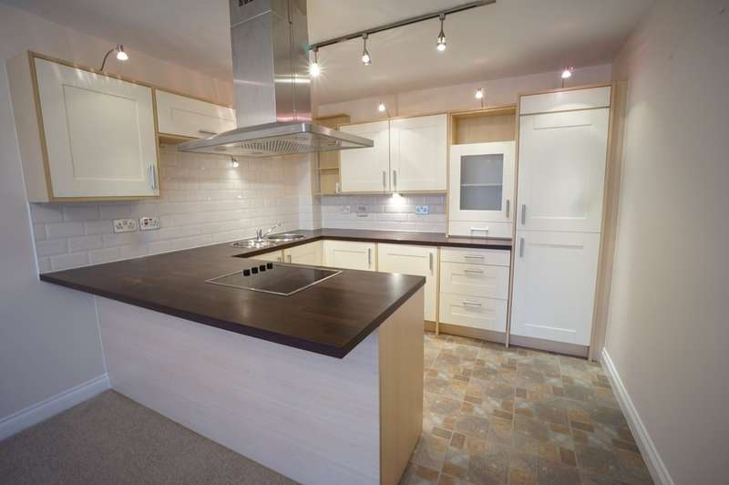 2 Bedrooms Flat for rent in Chelford House, Offerton Road