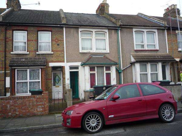 2 Bedrooms Terraced House for sale in Cecil Road, Northfleet, Gravesend