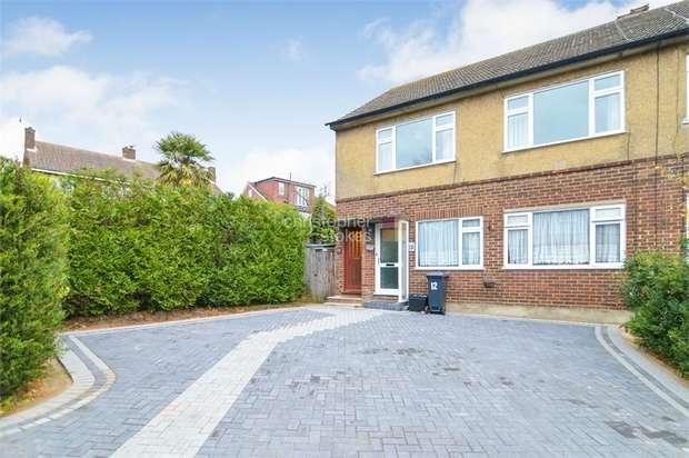 2 Bedrooms Maisonette Flat for sale in Ruskin Close, Cheshunt, Hertfordshire