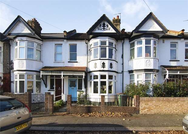 3 Bedrooms Terraced House for sale in Selwyn Avenue, Highams Park, London