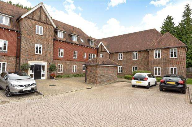2 Bedrooms Apartment Flat for sale in Highgrove Avenue, Ascot, Berkshire