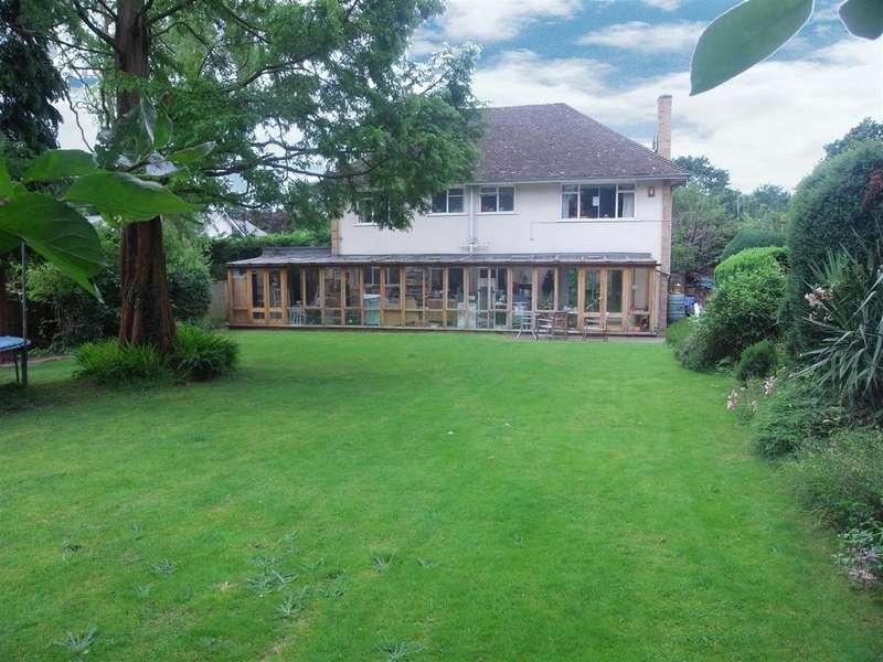 5 Bedrooms Detached House for rent in Milbrook, Esher