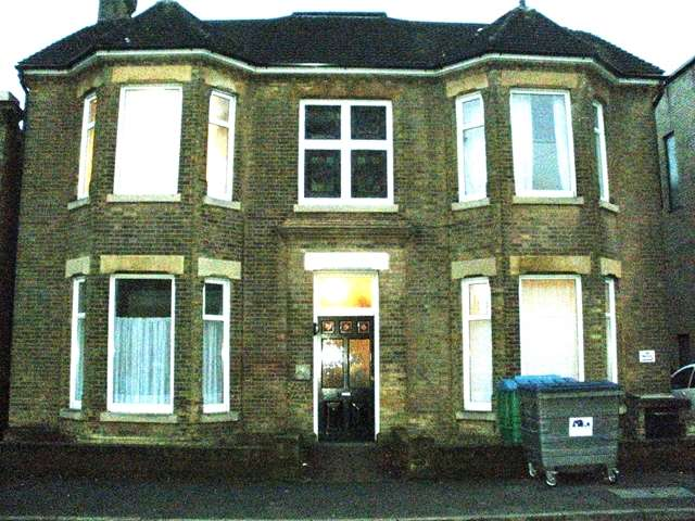 9 Bedrooms Semi Detached House for rent in Alma Road - Portswood - Southampton -SO14 6UY