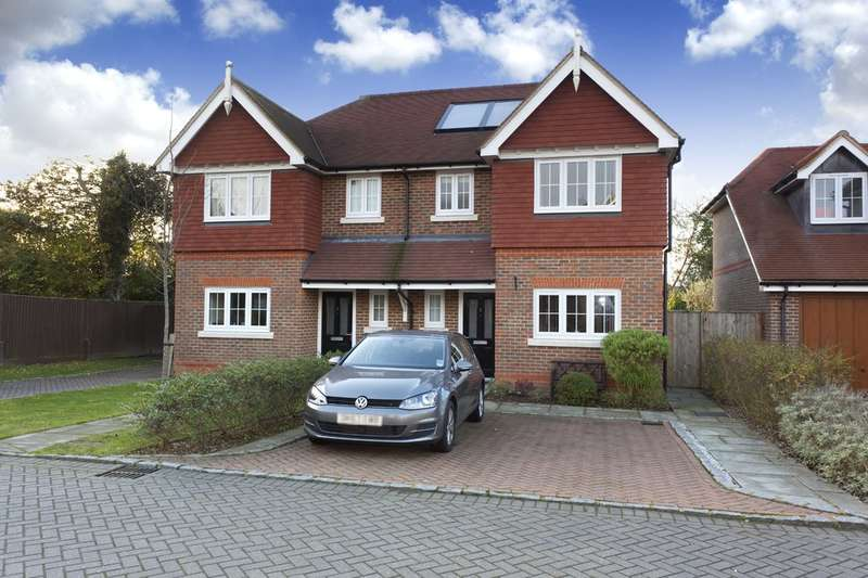 3 Bedrooms Semi Detached House for sale in The Hollies, Horsham