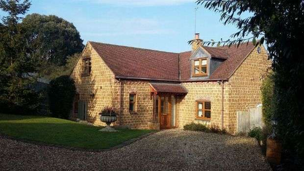 3 Bedrooms Detached House for sale in The Jetty, Creaton, Northampton NN6 8NZ
