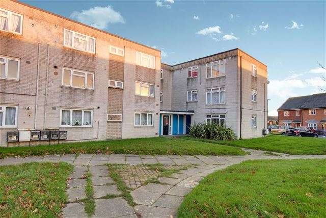 1 Bedroom Flat for sale in Caburn Court, Southgate, Crawley