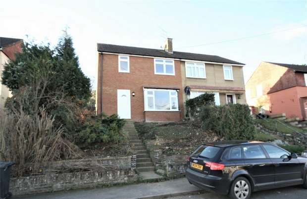 3 Bedrooms End Of Terrace House for rent in Glenister Road, CHESHAM, Buckinghamshire