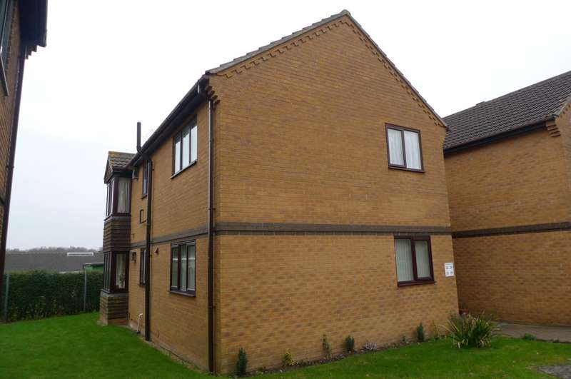 2 Bedrooms Flat for rent in Cardington Court, Acle, Norwich, NR13