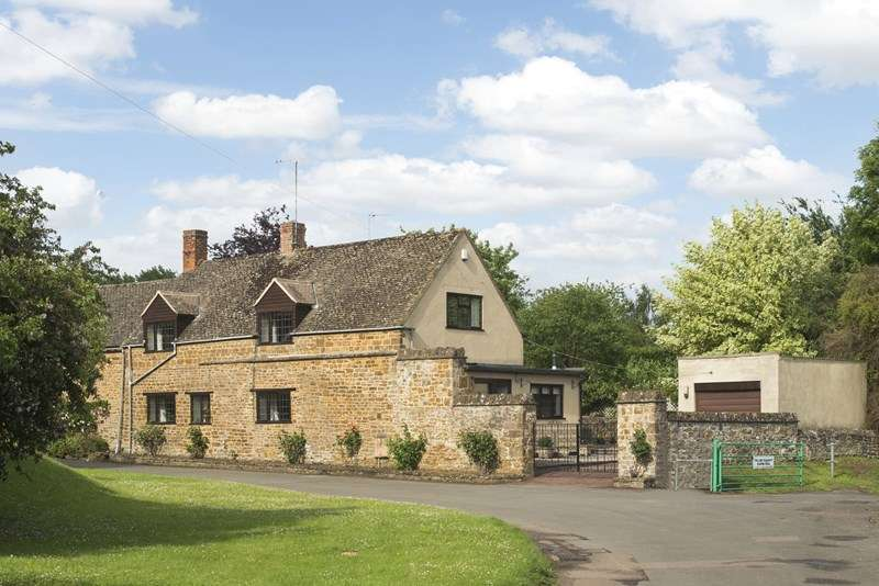 4 Bedrooms Cottage House for sale in Round Close Road, Adderbury, Banbury