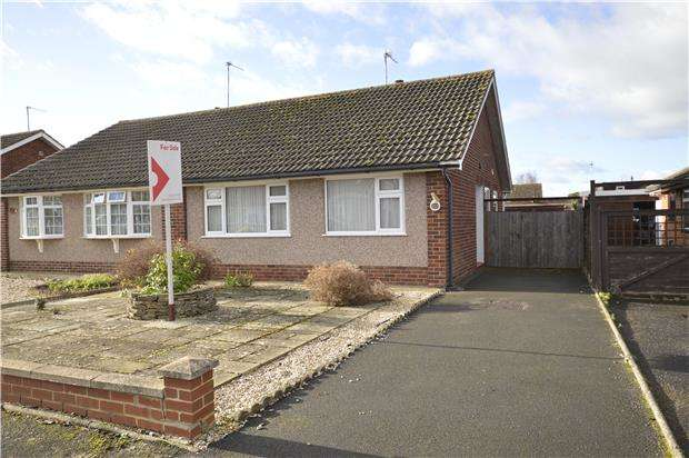 2 Bedrooms Semi Detached Bungalow for sale in Berwick Road, Bishops Cleeve, GL52