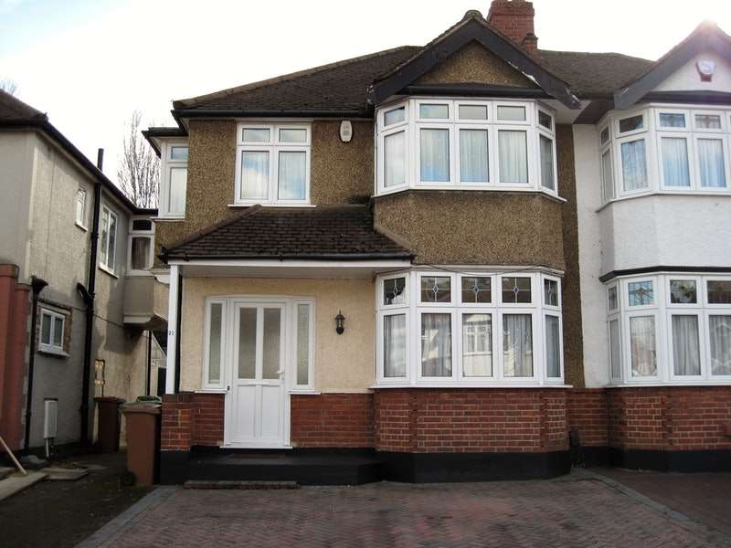 3 Bedrooms Semi Detached House for sale in Collyer Avenue, Beddington, Surrey, CR0