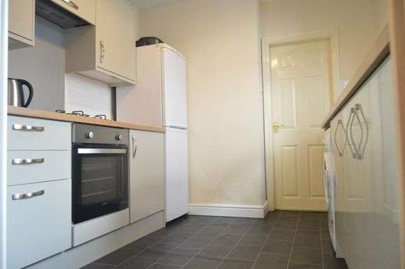4 Bedrooms Terraced House for sale in Liverpool Road, Newcastle, Newcastle-Under-Lyme