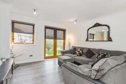 2 Bedrooms Flat for sale in Cathcart Road, Rutherglen