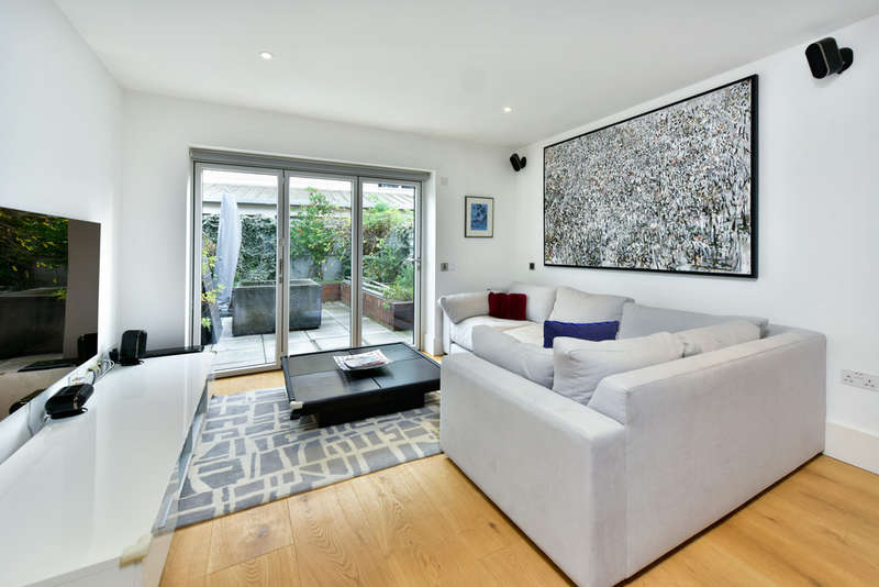 5 Bedrooms Terraced House for sale in Gillespie Road, London