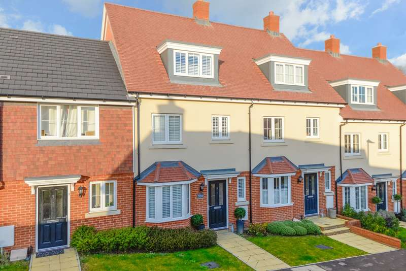 4 Bedrooms Town House for sale in Hazelbourne Avenue, Borough Green, Sevenoaks, TN15