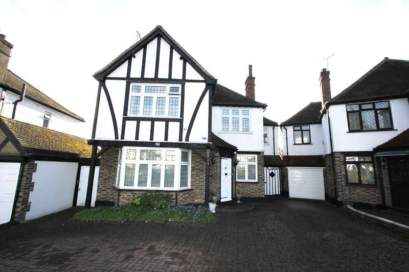 4 Bedrooms Detached House for sale in Oakleigh Gardens, Edgware, Greater London. HA8 8EA