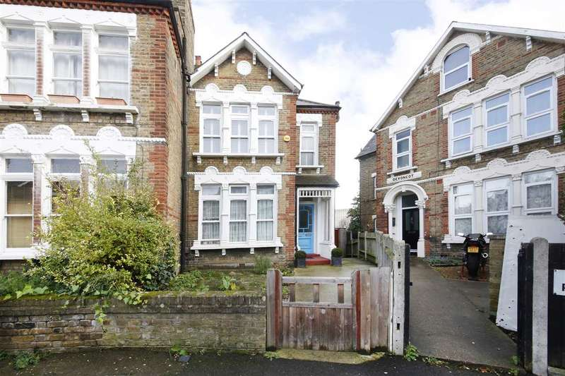 3 Bedrooms Apartment Flat for sale in Halesworth Road, Lewisham