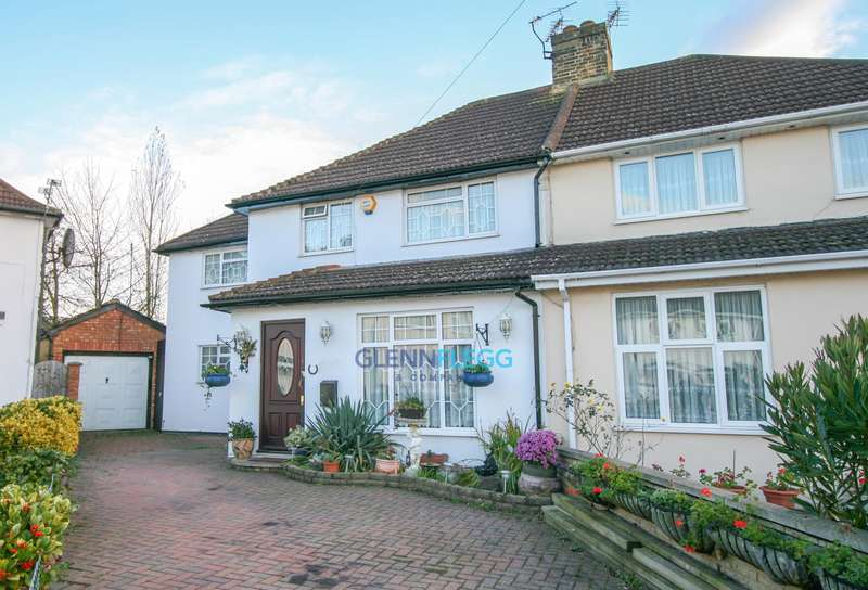 4 Bedrooms Semi Detached House for sale in Cippenham, Slough