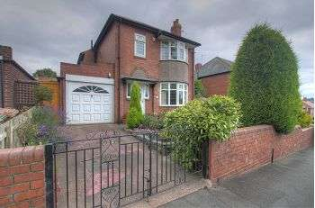 3 Bedrooms Detached House for sale in The Drive, Denton Burn, Newcastle upon Tyne, NE5 2AD