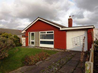 2 Bedrooms Bungalow for sale in Marine Parade, Fleetwood, Lancashire, United Kingdom, FY7