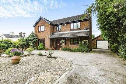 3 Bedrooms Detached House for sale in Garstang Road, Barton, Preston, Lancashire, PR3