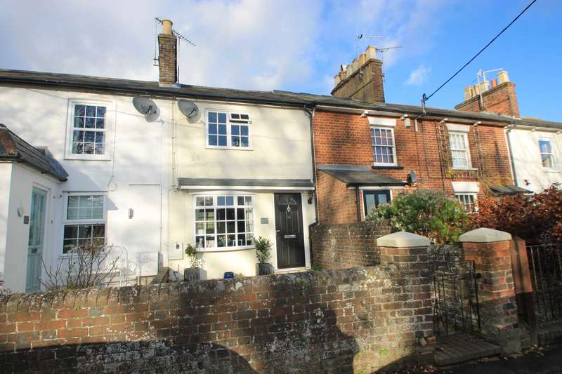 2 Bedrooms Terraced House for sale in Park Road, Tring
