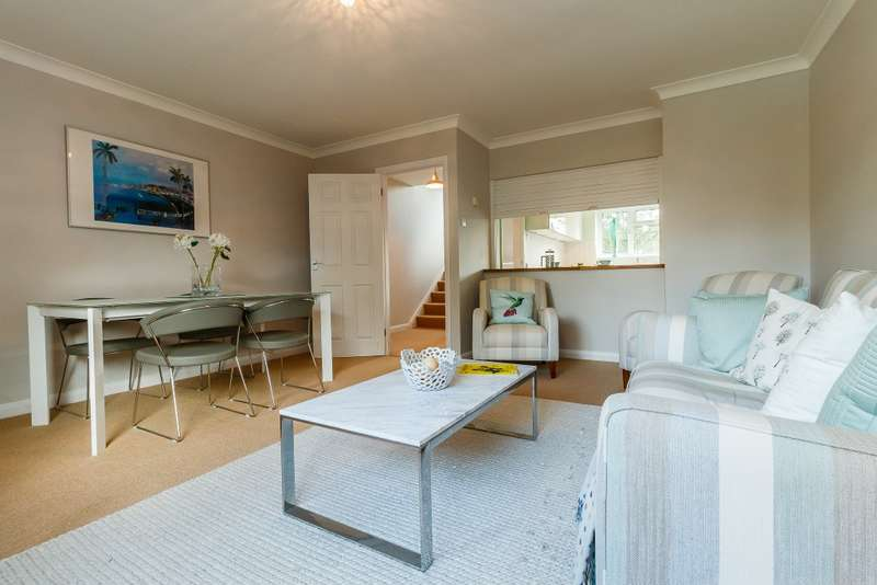 3 Bedrooms Town House for sale in Guildford