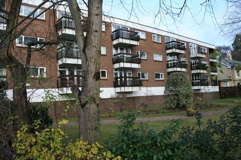 2 Bedrooms Flat for sale in CAIRNS COURT, NORWICH NR4