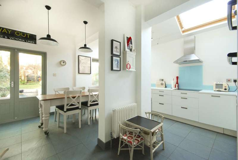 4 Bedrooms Semi Detached House for sale in Carlyle Road, Ealing, W5