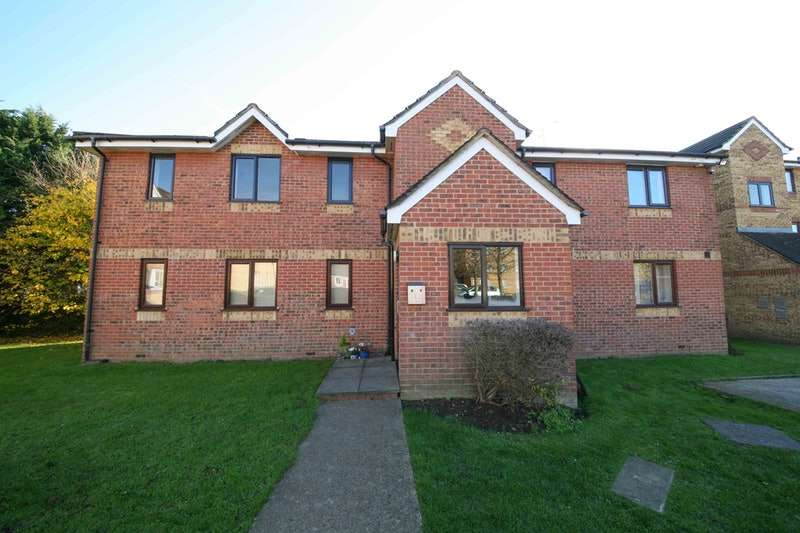 2 Bedrooms Flat for sale in Redford Close, Feltham, Middlesex, TW13