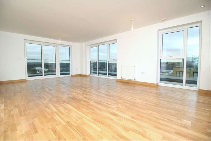 3 Bedrooms Flat for rent in The Earl Mill Pond Road, Dartford, DA1