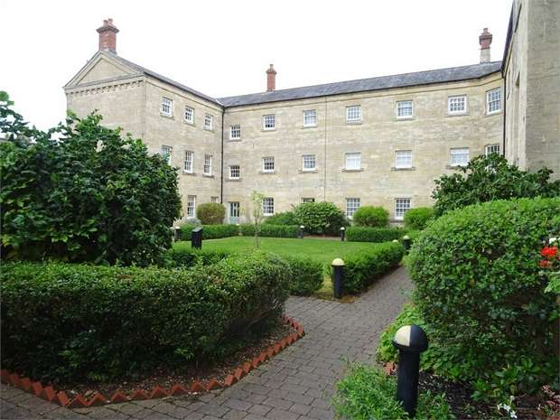 3 Bedrooms Maisonette Flat for sale in St Georges Court, Semington, Trowbridge, Wiltshire