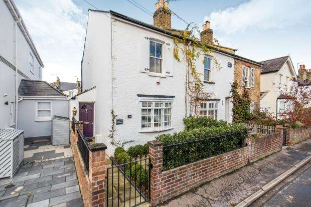 2 Bedrooms Terraced House for sale in Ham, Richmond, Surrey