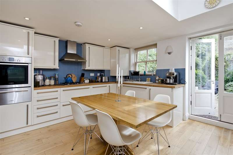 2 Bedrooms Cottage House for sale in Perrers Road, Brackenbury