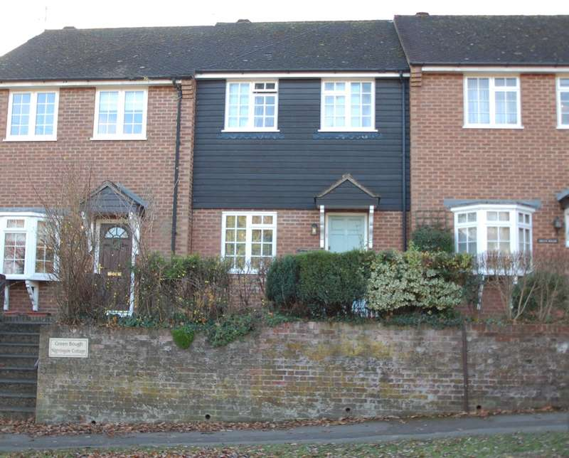 2 Bedrooms Terraced House for rent in Nightingale Cottage, 2 Silver Hill, Chalfont St Giles, HP8