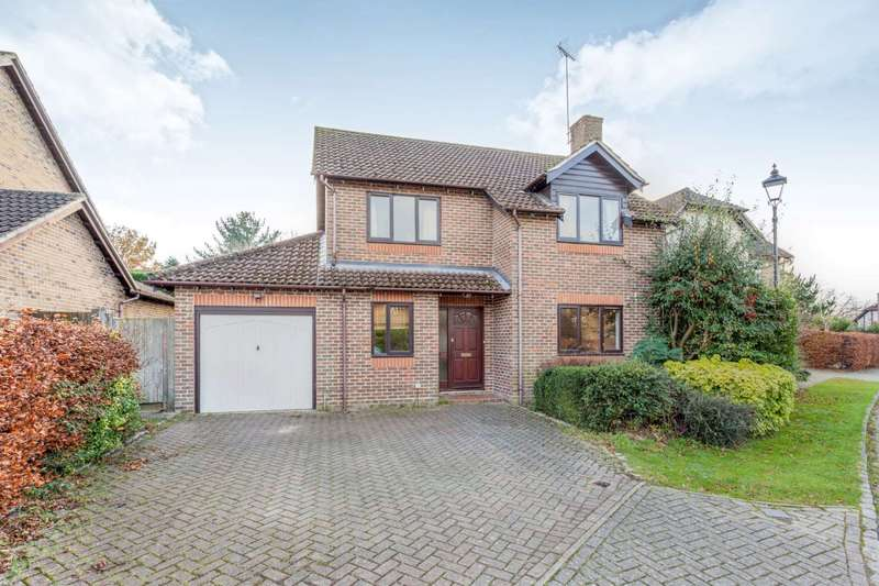 4 Bedrooms Detached House for rent in Haybarn Drive, Horsham