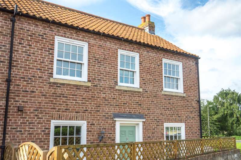 3 Bedrooms Semi Detached House for sale in Mill Lane, Tadcaster, LS24 8EU