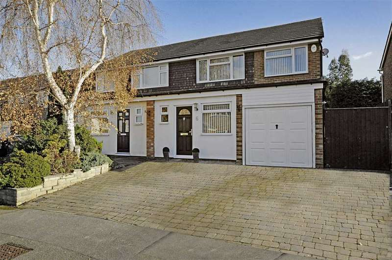 4 Bedrooms Semi Detached House for sale in Chelmer Lea, Chelmsford