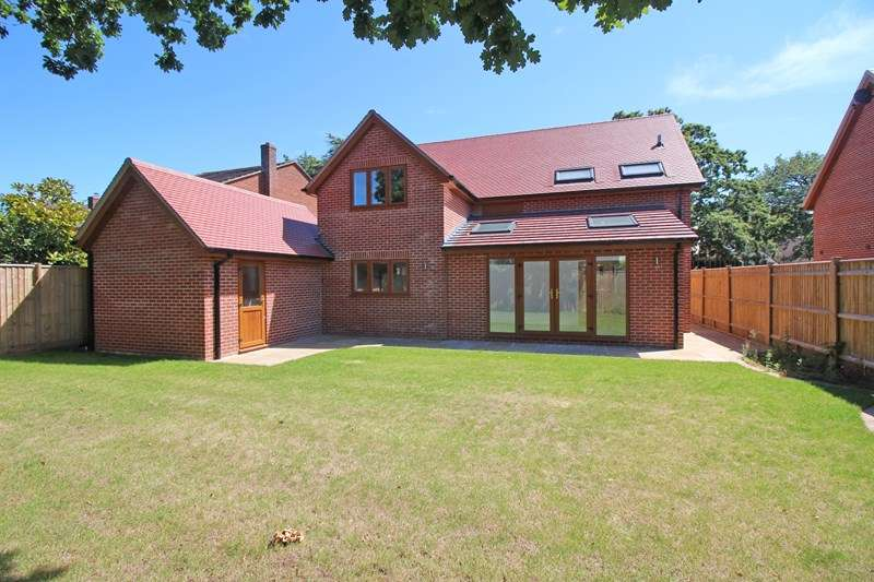 4 Bedrooms Detached House for sale in Shorefield Crescent, Milford On Sea, Lymington