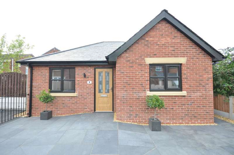 2 Bedrooms Detached Bungalow for sale in The Old Warehouse, Clitheroes Lane, Freckleton, Preston, Lancashire, PR4 1SD
