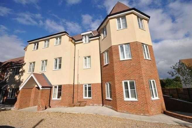 2 Bedrooms Apartment Flat for rent in Castle Gate, High View, Chorleywood