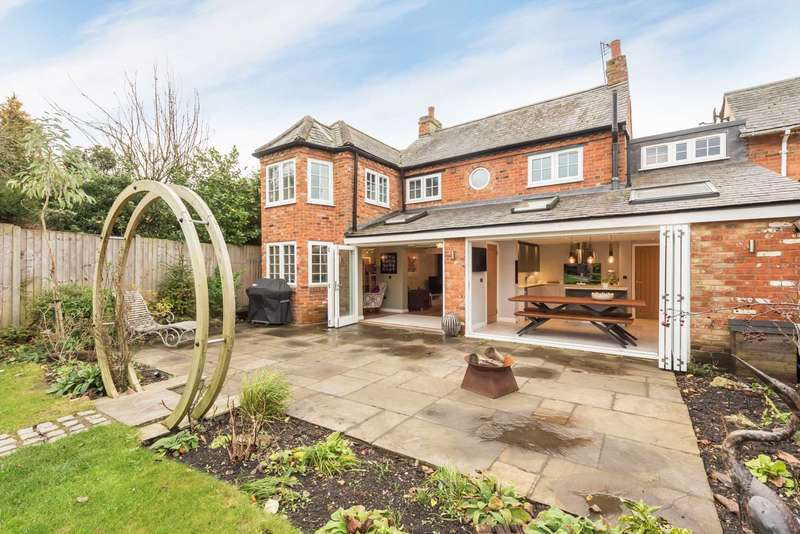 4 Bedrooms Detached House for sale in Brook Street, Aston Clinton