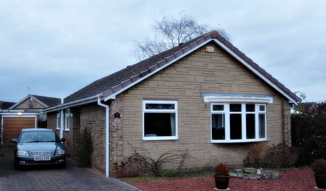 3 Bedrooms Bungalow for sale in Tollerton Close, Stockton on Tees, TS19 0QX