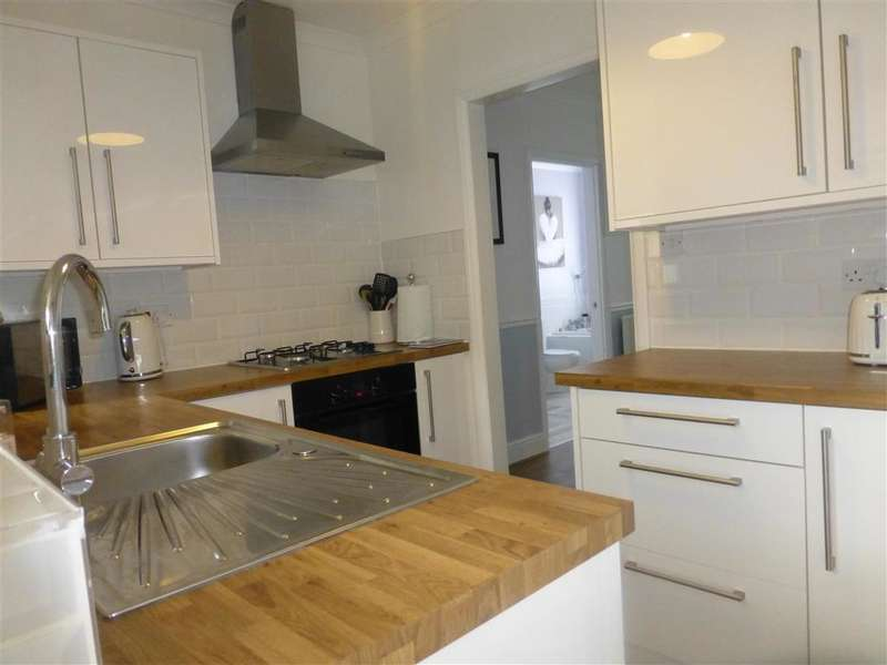 2 Bedrooms Ground Maisonette Flat for sale in Claybury Road, , Woodford Green, Essex